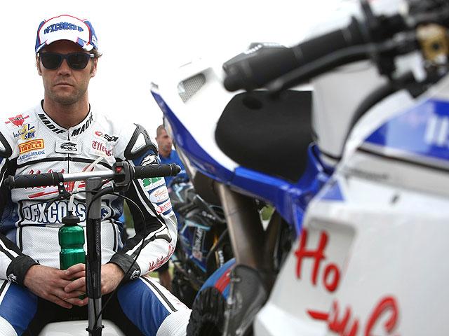 Fonsi Nieto, solo en el box del DFX Ducati