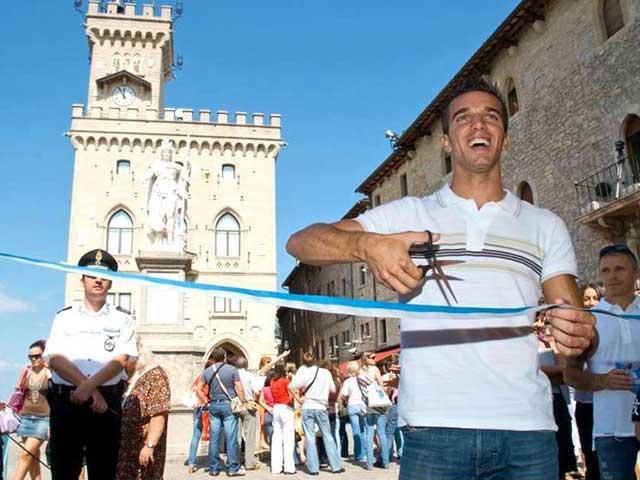Los pilotos de MotoGP en el centro de San Marino