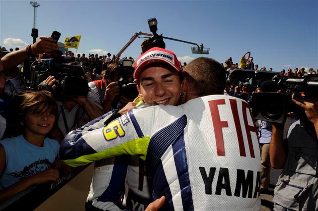 """Valentino Rossi: """"Lorenzo ha estado más inteligente que yo"""""""