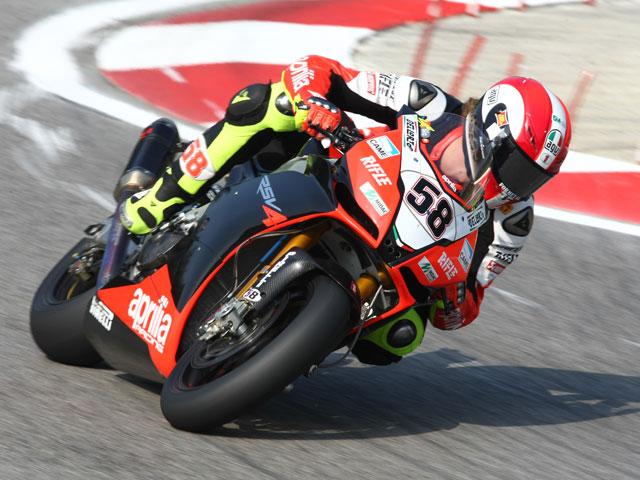 Ducati arrasa: victoria para Fabrizio y liderato para Haga