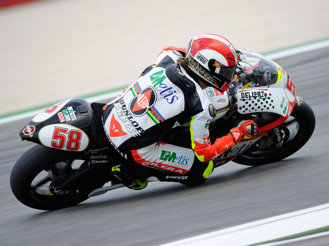 Barberá arrasa en los primeros libres de 250 cc