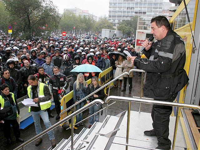 Manifestación contra los guardarrailes