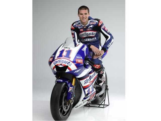 Ben Spies y su Yamaha M1 Sterilgarda de MotoGP
