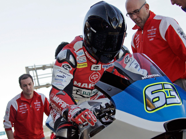 Julián Simón y Mike di Meglio ruedan en Moto2