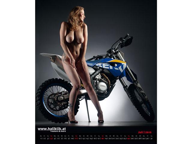 Chicas y motos en el mismo calendario