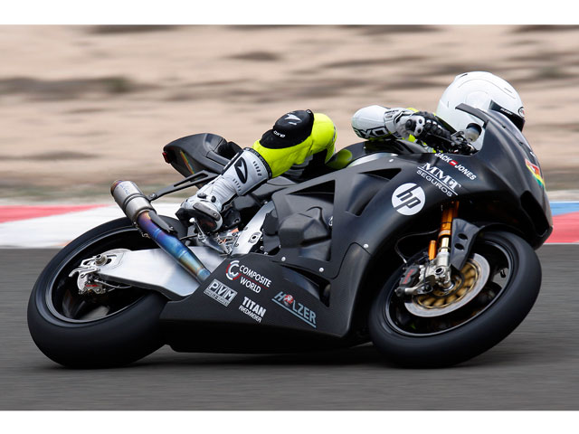 Axel Pons y Sergio Gadea entrenan en  Almería con la Moto2