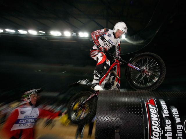 Toni Bou comienza el Mundial de Trial Indoor con victoria