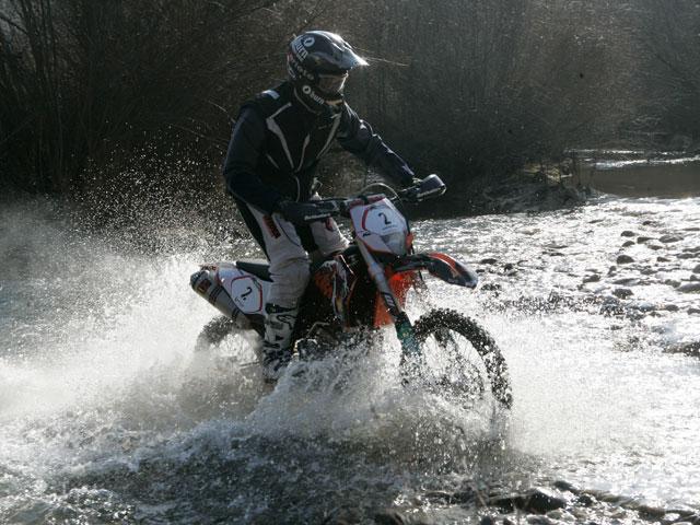 Aaron Bernárdez vence la Basella Race