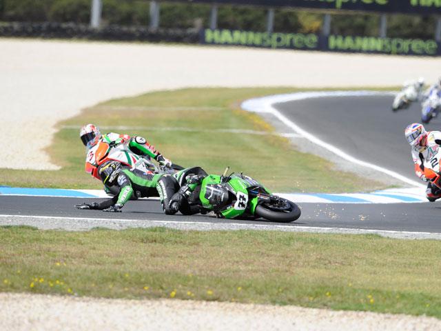 Leon Haslam y Carlos Checa triunfan en Australia