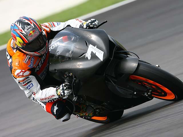 Las 800 de MotoGP a ritmo de las 990