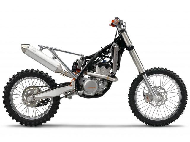 KTM presenta sus novedades 2011 de motocross y enduro