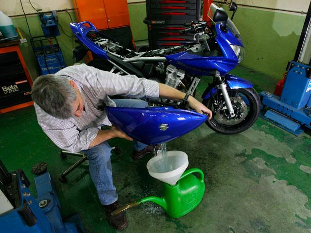 Pon a punto tu moto tras el invierno
