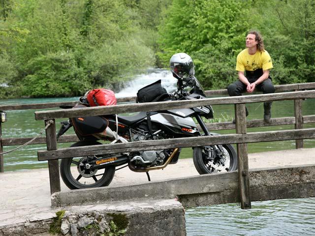 Viajar en moto en verano, consejos antes de emprender la ruta