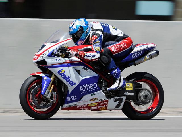 Contundente victoria de Max Biaggi en la segunda carrera de superbike
