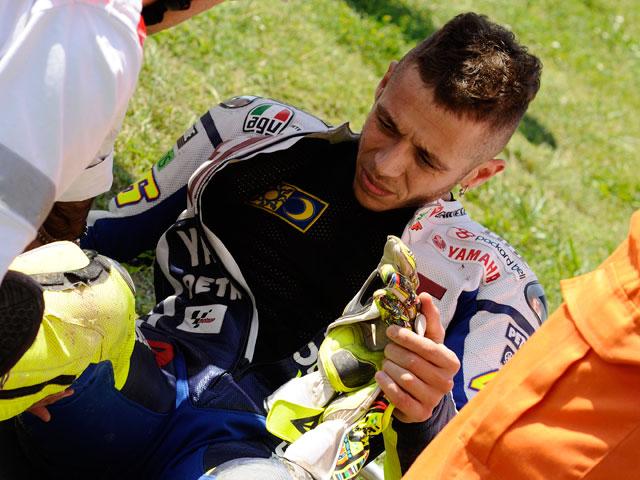Valentino Rossi se rompe en los entrenamientos del Gran Premio de Italia