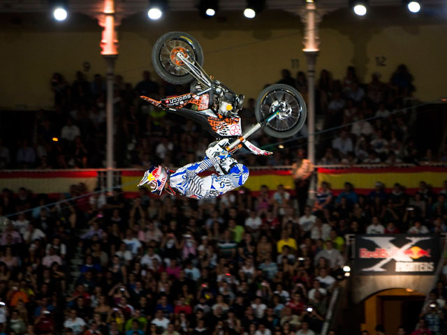 Robbie Maddison pone en pie Las Ventas en el X-Fighters