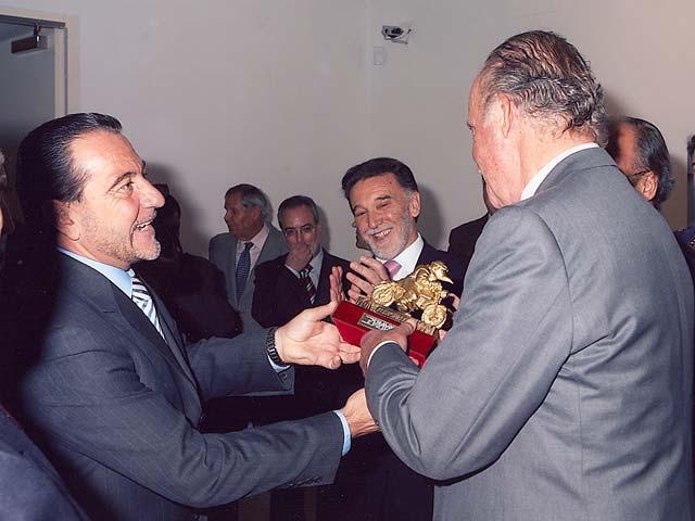 El Rey recibe el Pingüino de Oro
