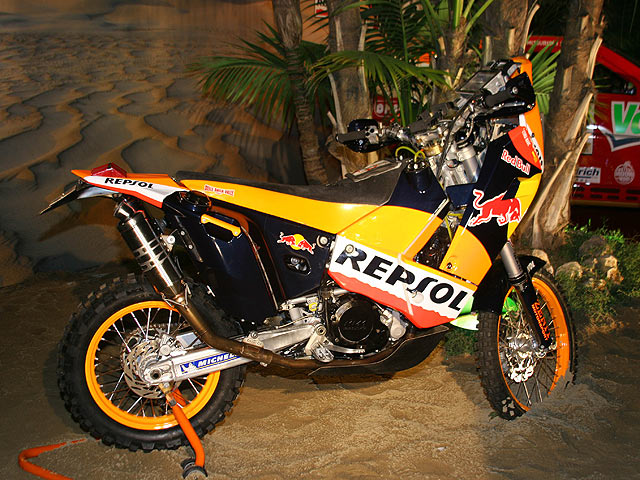 Repsol presenta sus equipos para el Dakar