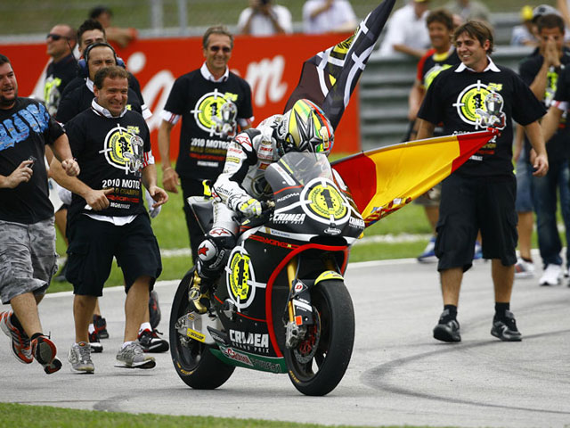 Fotos de los títulos de MotoGP y Moto2 de Jorge Lorenzo y Toni Elías