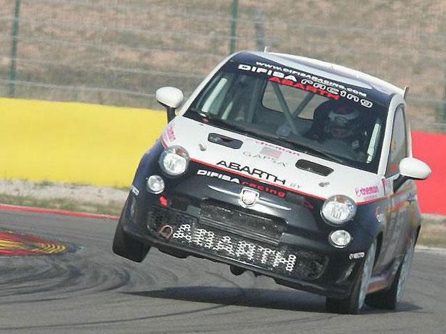 Imagen de Galeria de Jorge Lorenzo, a dos ruedas con el Fiat Abarth 500