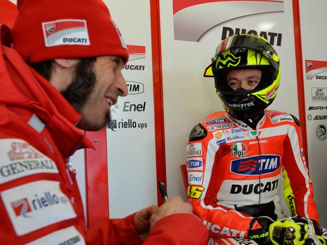 Imagen de Galeria de Valentino Rossi rueda con la Ducati 1198 en Misano