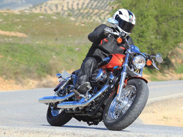 Imagen de Galeria de Comparativa Harley-Davidson: XL 1200 C Sportster Custom y Softail FXS Blackline.