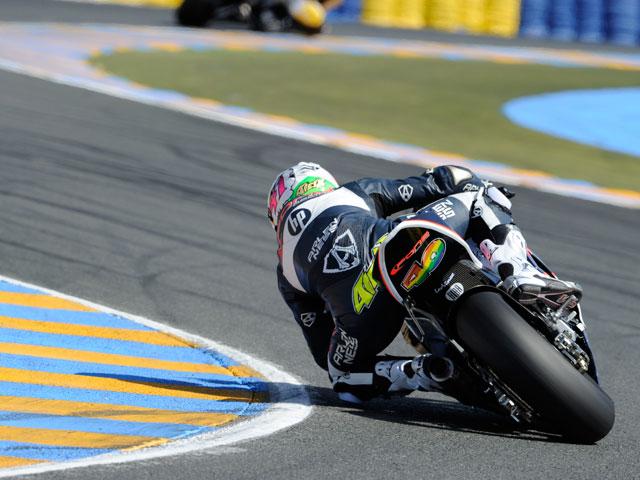 Simone Corsi desbanca a Bradl en el último libre de Moto2