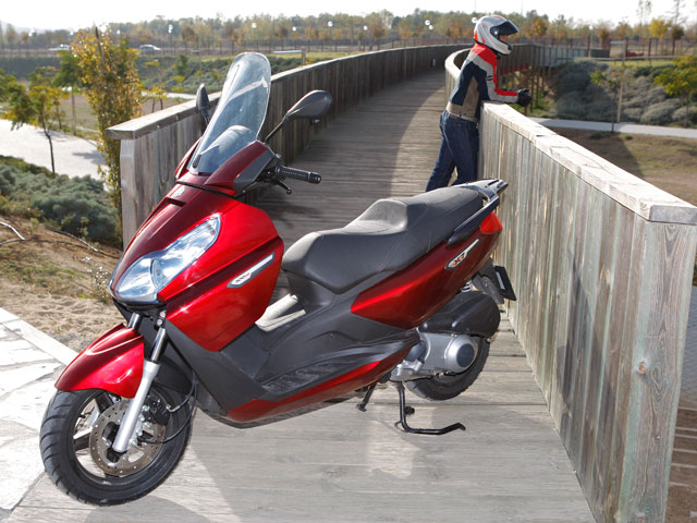 Piaggio X7 300
