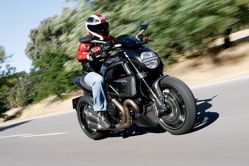 Ducati Diavel Carbon, en acción
