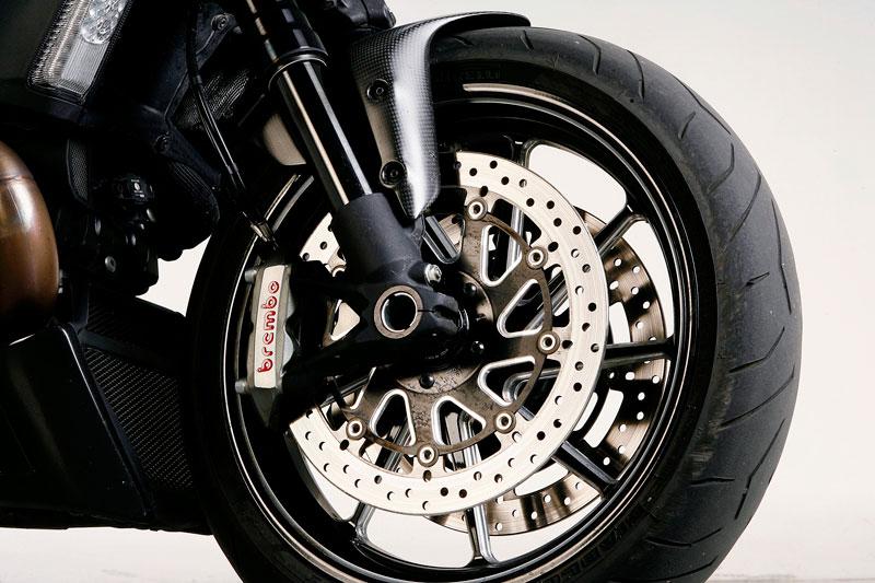 Freno delantero de la Ducati Diavel Carbon