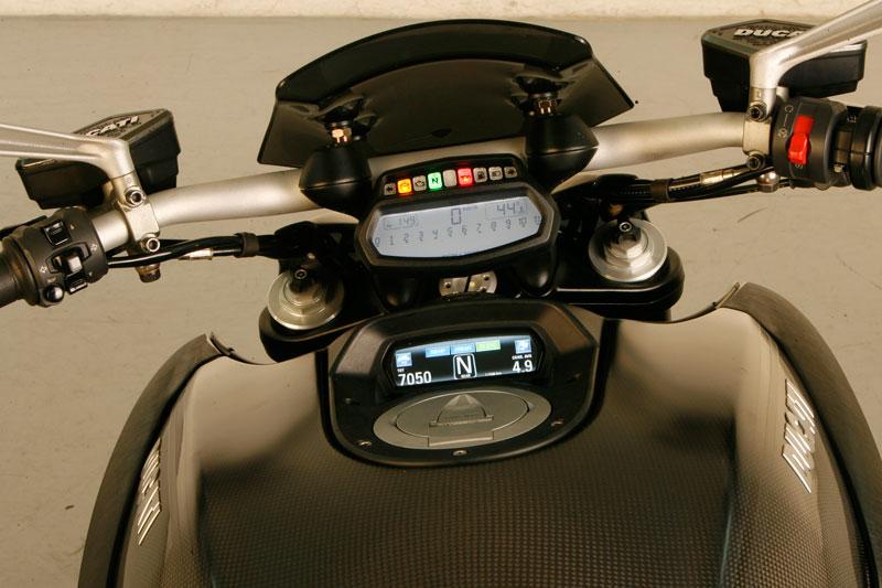Cuadro de instrumentos de la Ducati Diavel Carbon