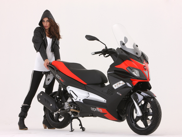 nuevo scooter aprilia sr max 125 300 noticias. Black Bedroom Furniture Sets. Home Design Ideas