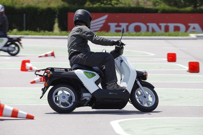 Honda prueba su scooter eléctrico EV-neo en Barcelona