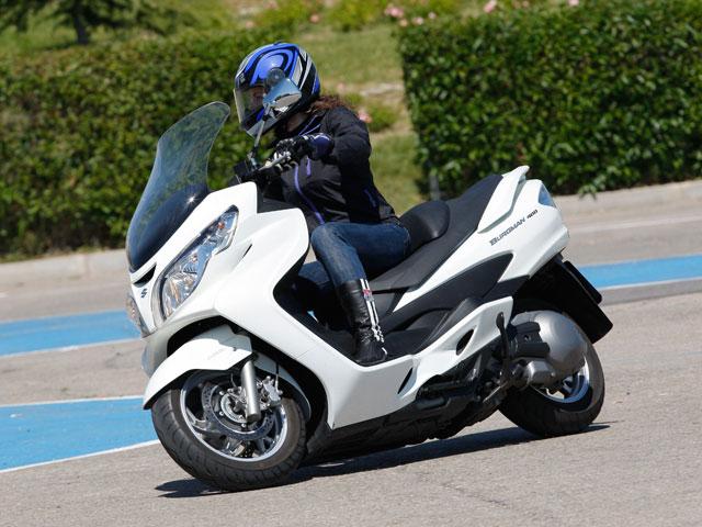Suzuki Burgman 400 en la comparativa de Scooter