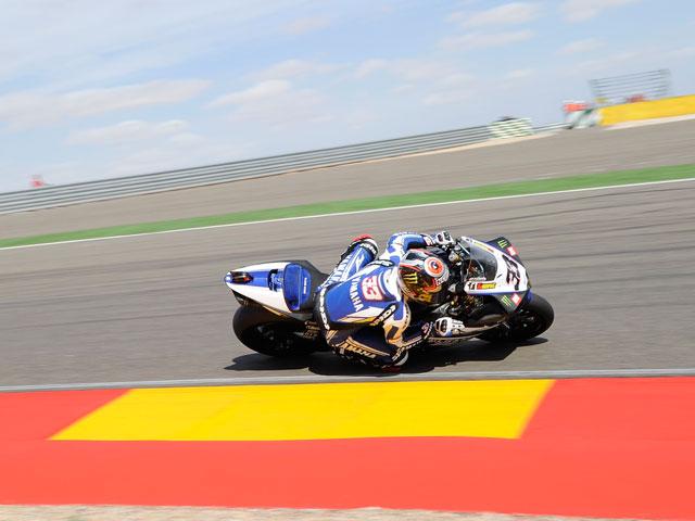 Carlos Checa saldrá mañana cuarto en las Superbike de Motorland