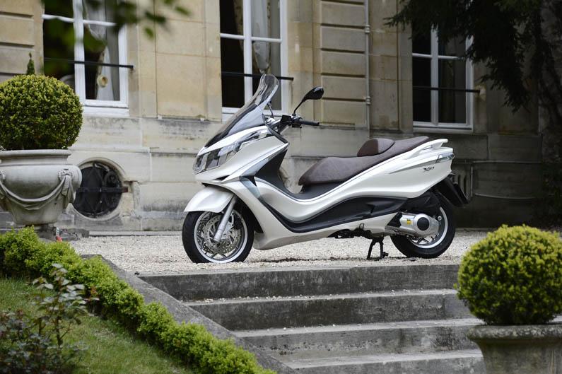 Piaggio X10 2012. Galería de fotos