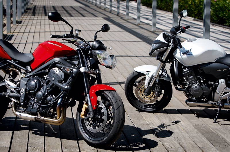 Cuerpo a cuerpo Honda Hornet - Triumph Street Triple