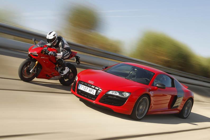 Comparativa Ducati 1199 Panigale S vs Audi R8