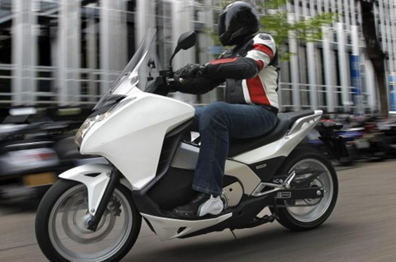 Comparativa scooter: Honda Integra vs Yamaha T-Max