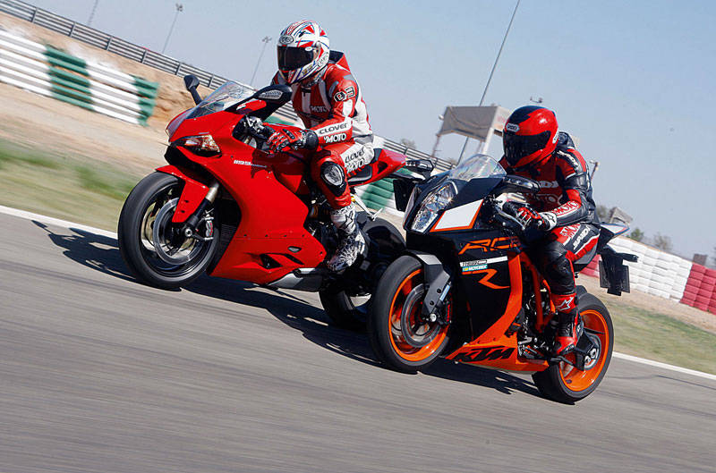 Comparativa Ducati 1199 Panigale y KTM RC8 R