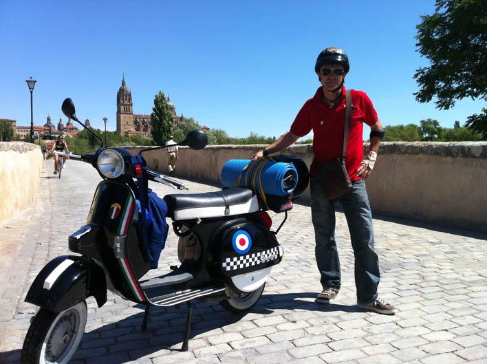 Vuelta a España en Vespa. Salida de Donosti