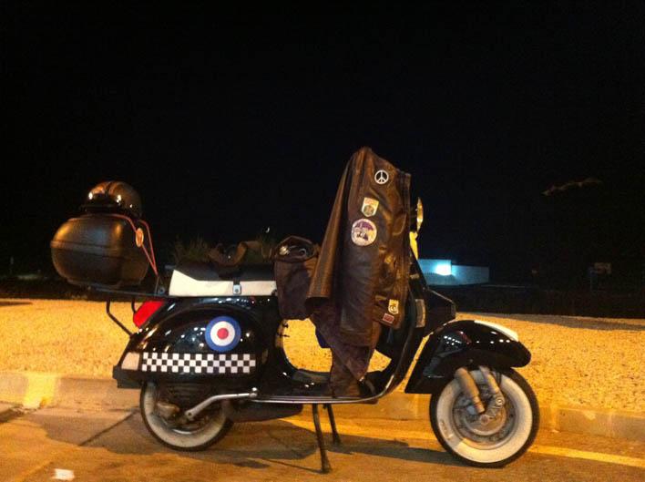 Vuelta a España en Vespa. Accidente en Ferrol.