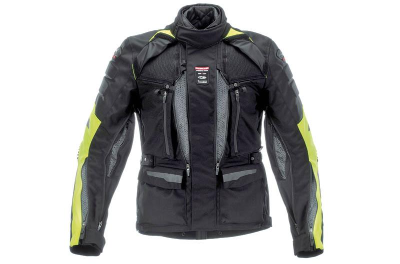 La chaqueta tiene numerosas aireaciones