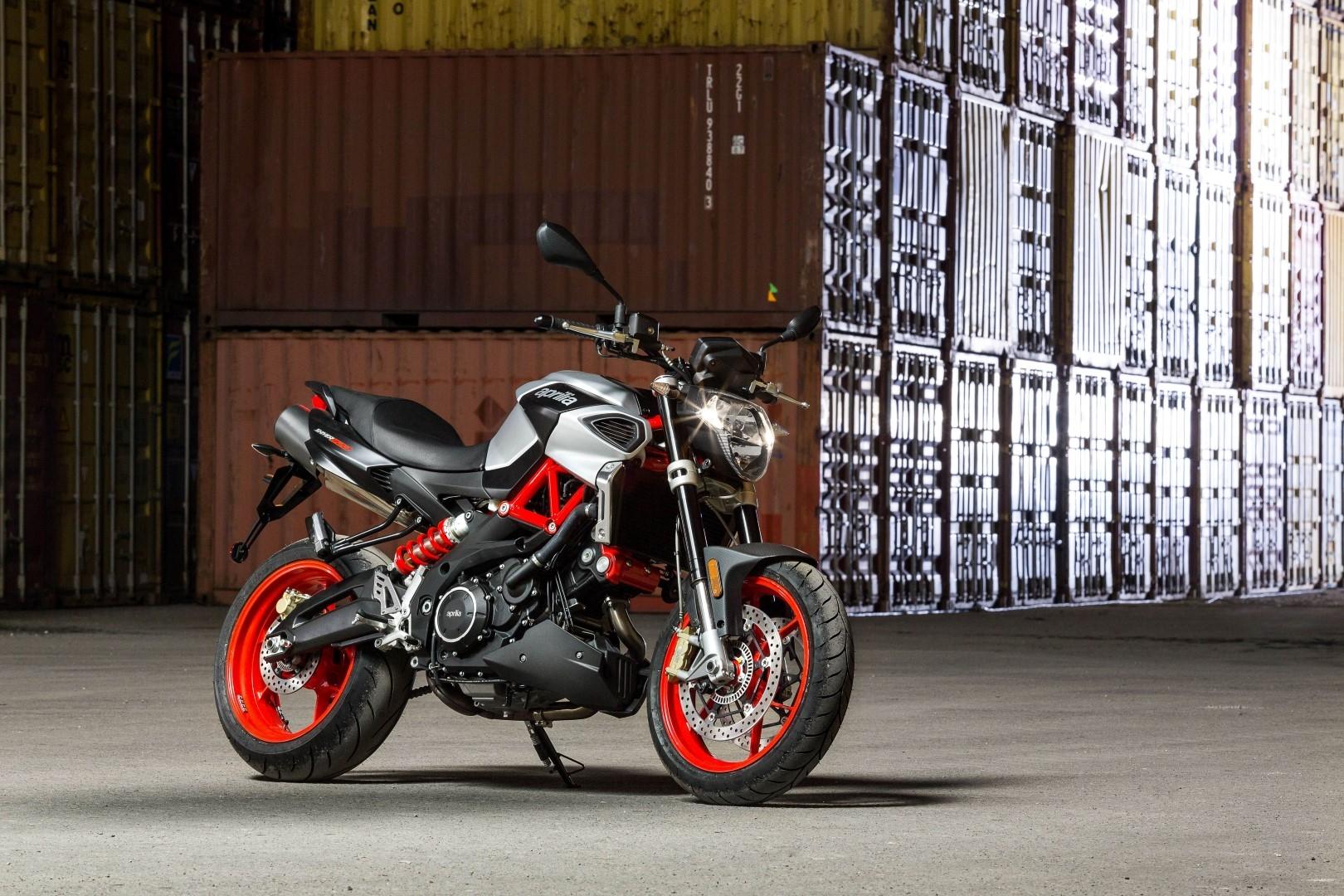 Solo moto naked
