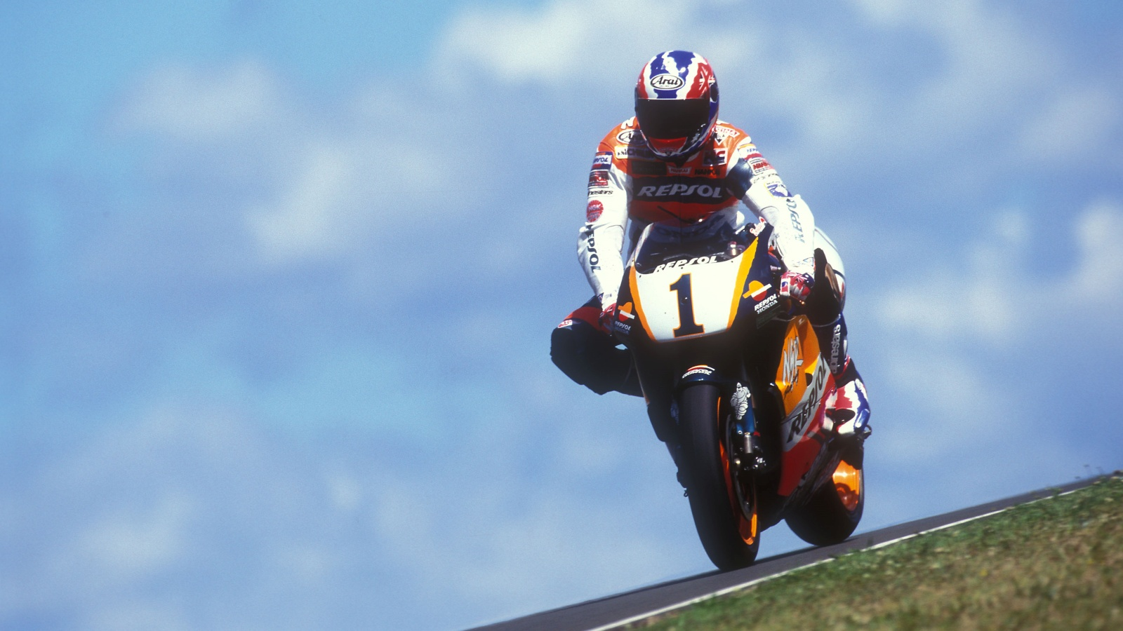 ¿Qué piloto ganó en Phillip Island tanto en 125cc como en 250cc y MotoGP?